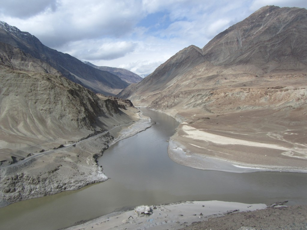 confluence of the indus and zanskar