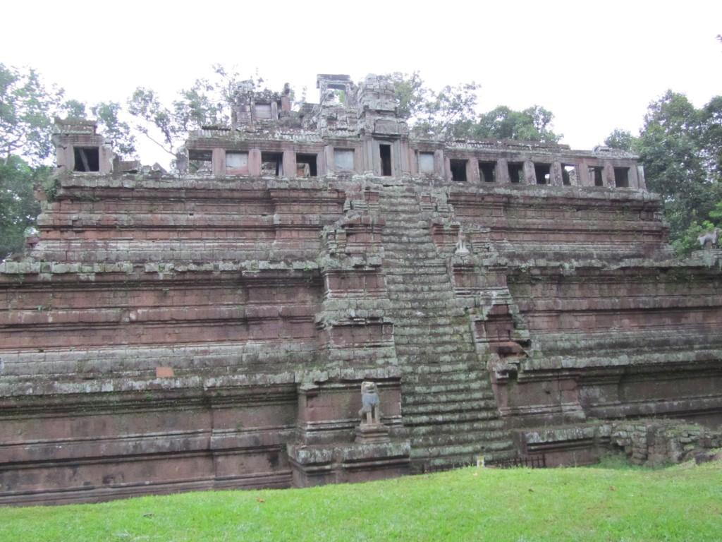 ピアミナカス寺院