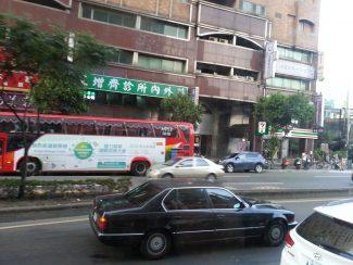 台北駅への道中