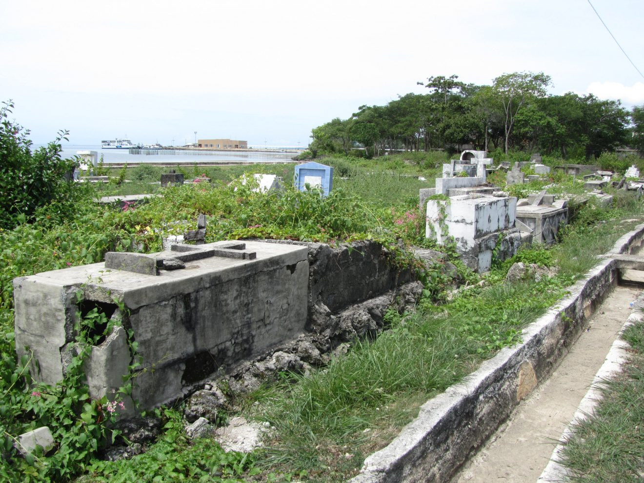 grave in siquijor